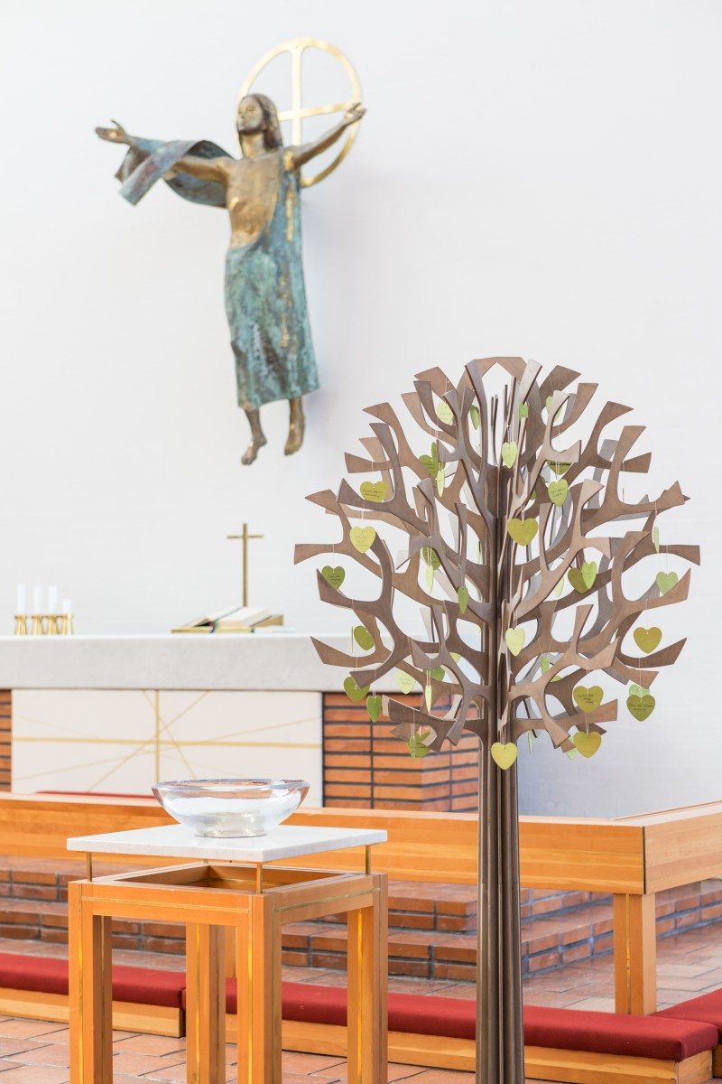 Tree_in_church-2